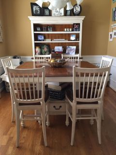 China hutch & matching table/6 chairs.