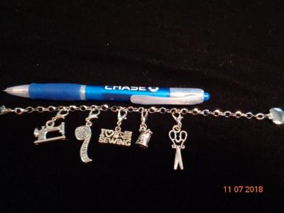 Stainless Steel Charm Bracelet - I LOVE TO SEW
