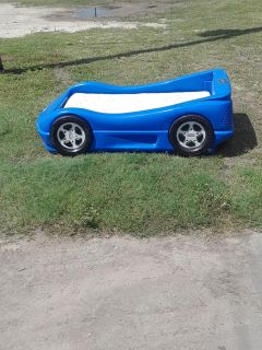 Racecar bed- mattress and sheets very good condition -$55.00