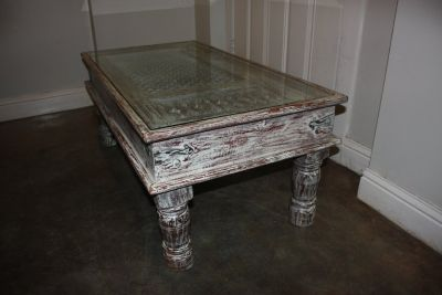 Antique-Styled Coffee Table from Discovery on Magazine