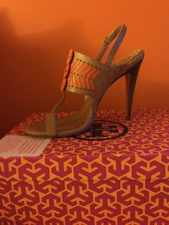 New Tory Burch toe ring high heel shoes with box, color tan / orange sz 9