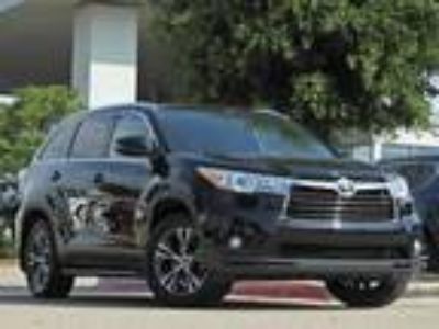 2016 Toyota Highlander XLE V6 Navigation, Sunroof, Leather & Power Liftgate