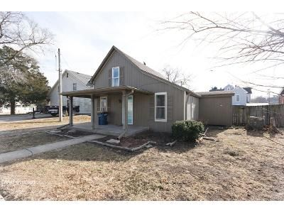 3 Bed 1 Bath Foreclosure Property in Smithville, MO 64089 - E Church St
