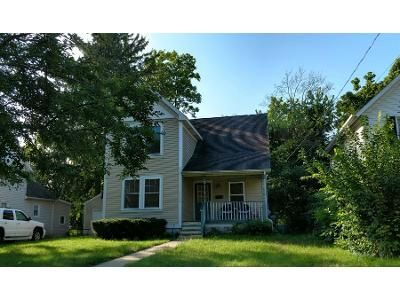1.5 Bath Preforeclosure Property in Lansing, MI 48915 - W Ionia St