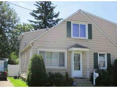 5 Bed 2 Bath Foreclosure Property in Erie, PA 16504 - E 34th St