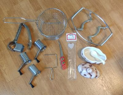 12 Piece Set of Assorted Kitchen Items