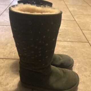 Uggs size 8 women's - porch pick up - string pull - see pics