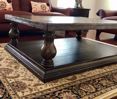 Pottery barn center table in excellent condition