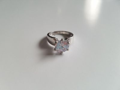 Stunning White Sapphire Sterling Silver Ring - Size 7.5