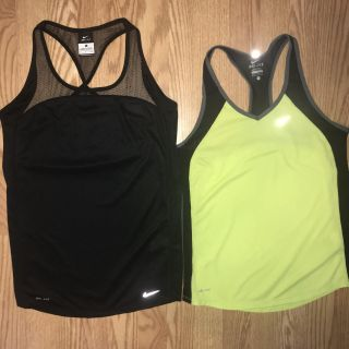 2 NIKE DRI-FIT Active Small Tops