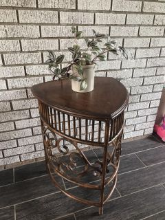 Metal and wood decorative end table