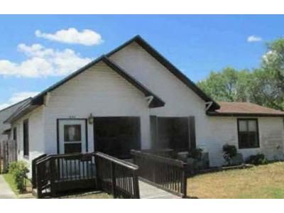 3 Bed 3 Bath Foreclosure Property in Bishop, TX 78343 - W 5th St