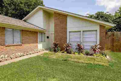 1205 Kitty Street DEER PARK Three BR, Beautiful 3/2 ~Zoned to