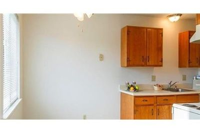 Pet Friendly 2+1 Apartment in Fairport. Parking Available!