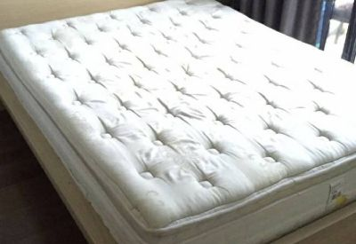 queen pillow top