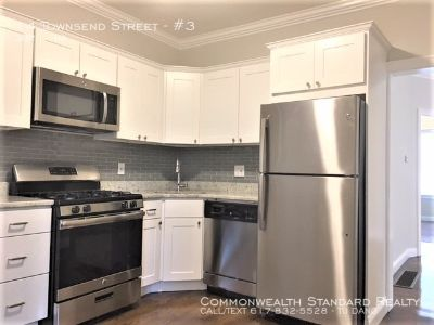 AVAILABLE 9/1!! SPACIOUS 3BED/1BATH IN ROXBURY - UPDATED AMENITIES W/ STAINLESS STEEL APPLIANCES & PET FRIENDLY!!