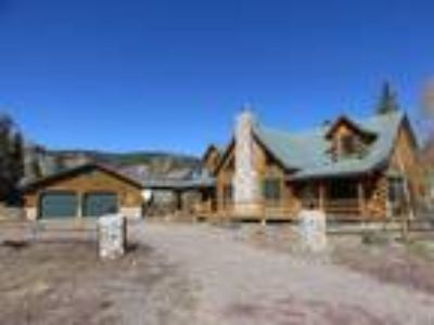 Year round access! Cabin in immaculate condition!