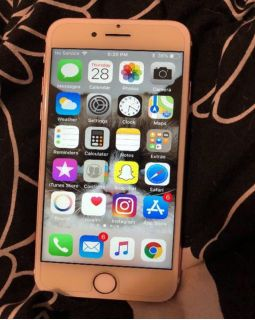 Apple IPhone 7 Rose Gold 32GB For Sale In Good Condition.