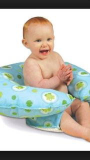 Hug tub baby bath support