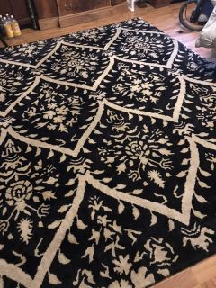 Large area rug excellent condition black and white from pet free and smoke free home just cleaned 91 by 102 in.