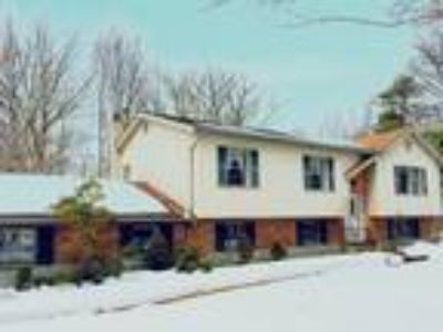 129 Squirrel Rd Dingmans Ferry, PA 18328