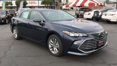 2019 Toyota Avalon XLE (Parisian Night Pearl)