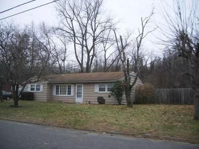 3 Bed 1.5 Bath Foreclosure Property in Springfield, MA 01118 - Corcoran Blvd