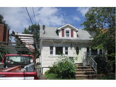 2 Bath Foreclosure Property in Woodbridge, NJ 07095 - Harrell Ave