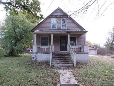 3 Bed 1 Bath Foreclosure Property in Purcell, MO 64857 - S Highland St