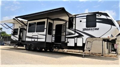2016 Grand Design Toy Hauler MOMENTUM 388M M CLASS
