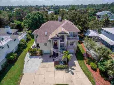 3114 Bluff Boulevard Holiday, Absolutely stunning