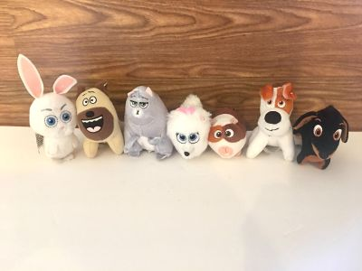 Huge Lot of 7 McDonald s Secret Life of Pets Plush! Great Condition! Great for Christmas!