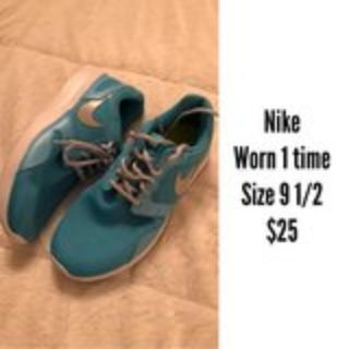 worn once Nike Shoes size 9 1/2