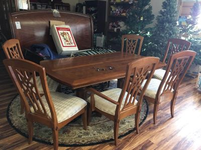 Dining room table & 6 chairs - Marcus Pointe Thrift Store