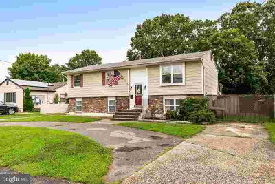 183 Bethel Ave West Berlin, This large bi level offers a