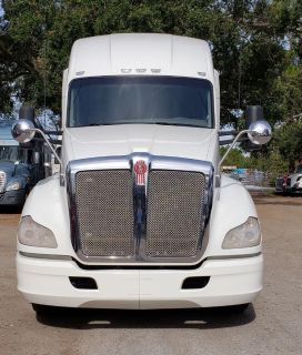 2014 Kenworth T-680 Conventional Sleeper (White)