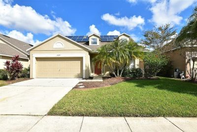 East Orlando 4br 2.5ba POOL HOME in GATED COMMUNITY of STONEYBROOK!! Solar power. Basic cable, Pool & Lawn Care INCLUDED...