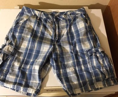 Men s Cargo Shorts Size 36 Great Condition $3!