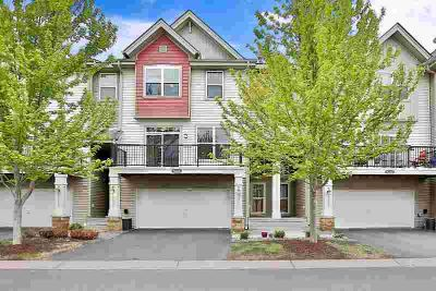 8334 Emery Parkway N #2408 CHAMPLIN Two BR, Stunning Townhome