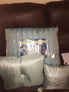 Aqua blue queen comforter with pillow cases dust riffle and 2 decorative pillows