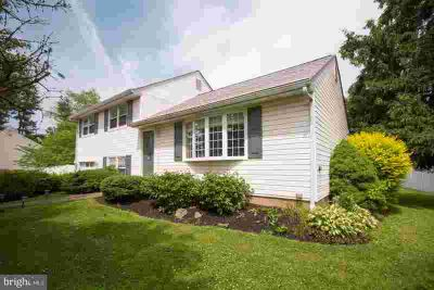 270 Alicia Ln WARMINSTER, Welcome Home to This Three BR 1.5