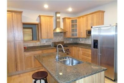 3 Bed/ 3. 5 Bath, Townhouse with Roof Top Deck, Walk in Closets, and Full sized Washer and Dryer-$3,