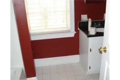 Check out this 4 bed. Washer/Dryer Hookups!