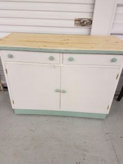 Awesome Upcycled Kitchen Island with hidden wheels