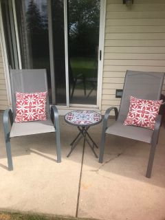 Patio chairs with table