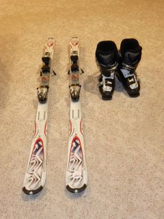 Kids Skis 146, boots 25.5 and poles