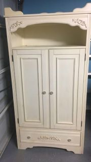 Bedroom set ((FREE)) need gone today
