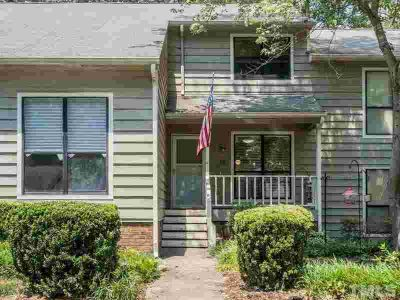 518 Applecross Drive CARY Three BR, Move-in ready town home with