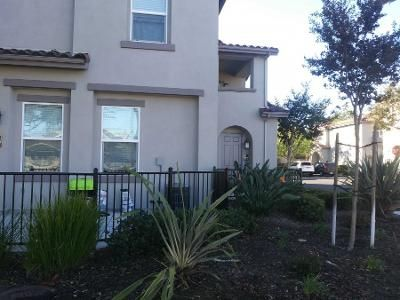 2 Bed 2 Bath Preforeclosure Property in Vista, CA 92083 - Calle Del Sol # 26