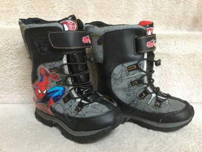 Boys snow boots size 13